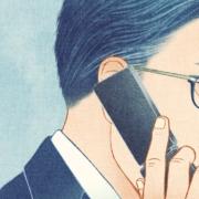 携帯電話で会話するビジネスマン